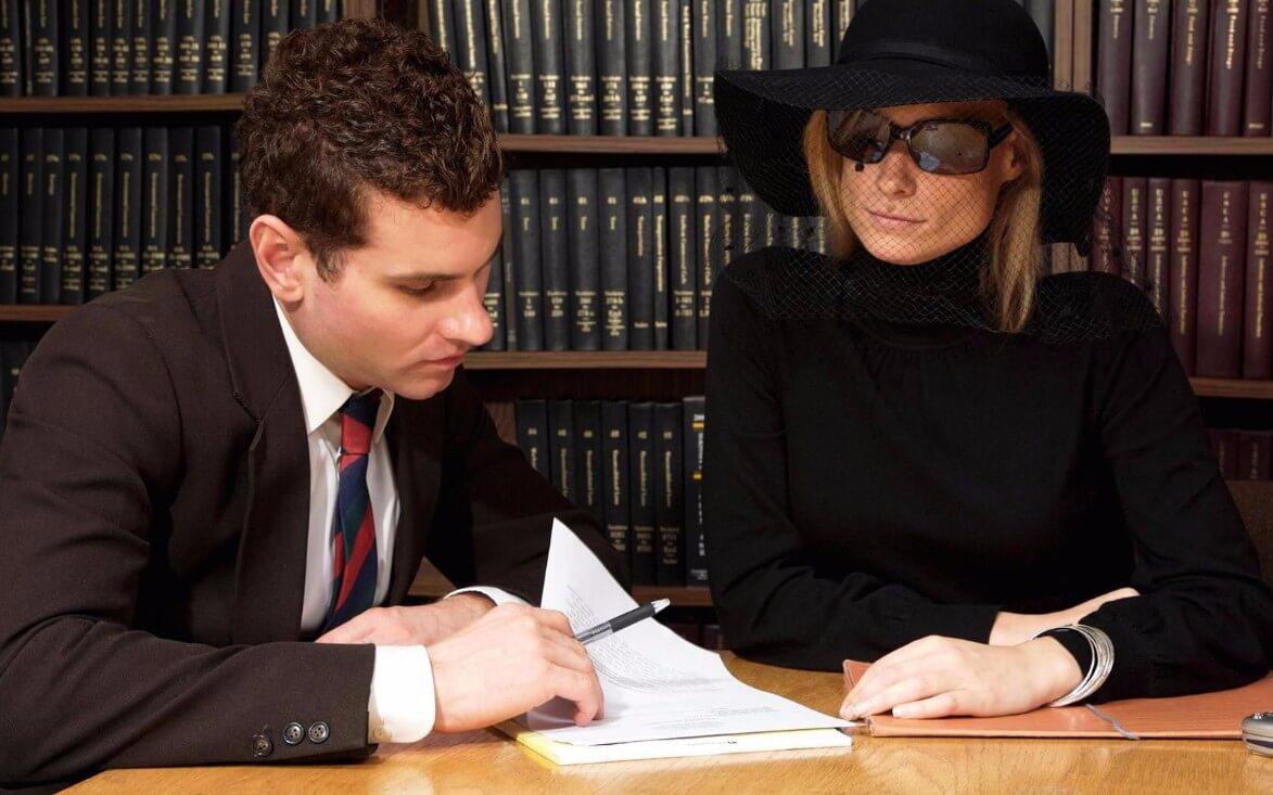 Как действовать при банкротстве после смерти должника? Что делать, если нет завещания?
